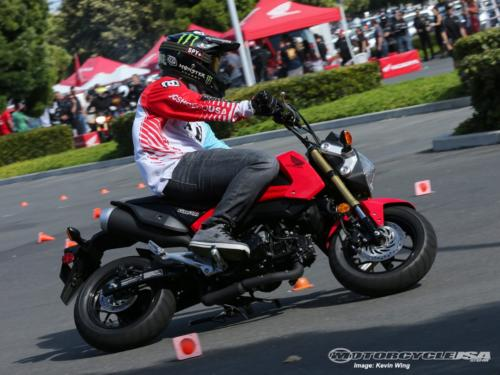 Honda-Grom-Learn-to-ride-darwin-learner-lessons